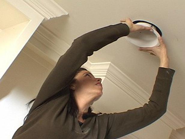 Encastrer des spots au plafond le roi de la bricole - Installer spot encastrable ...