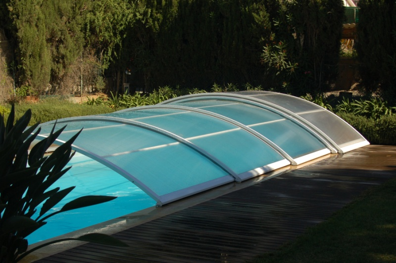 Installer un abri de piscine le roi de la bricole for Abri piscine occasion