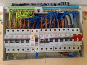 Fixation des fils électriques
