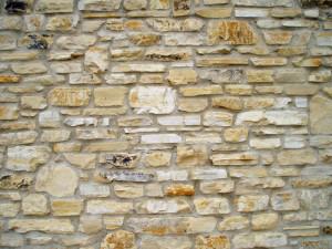Monter un mur en moellon