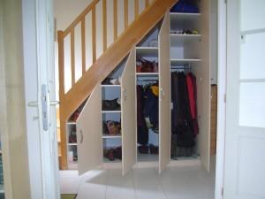 rangement sous un escalier