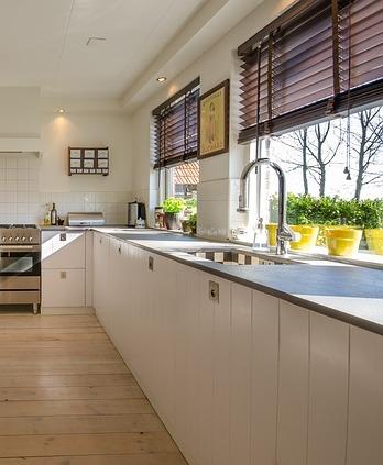 comment poser un plan de travail dans une cuisine neuve ou ancienne. Black Bedroom Furniture Sets. Home Design Ideas