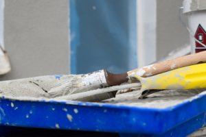 Voici comment peindre sur une tapisserie ou unu papier peint.