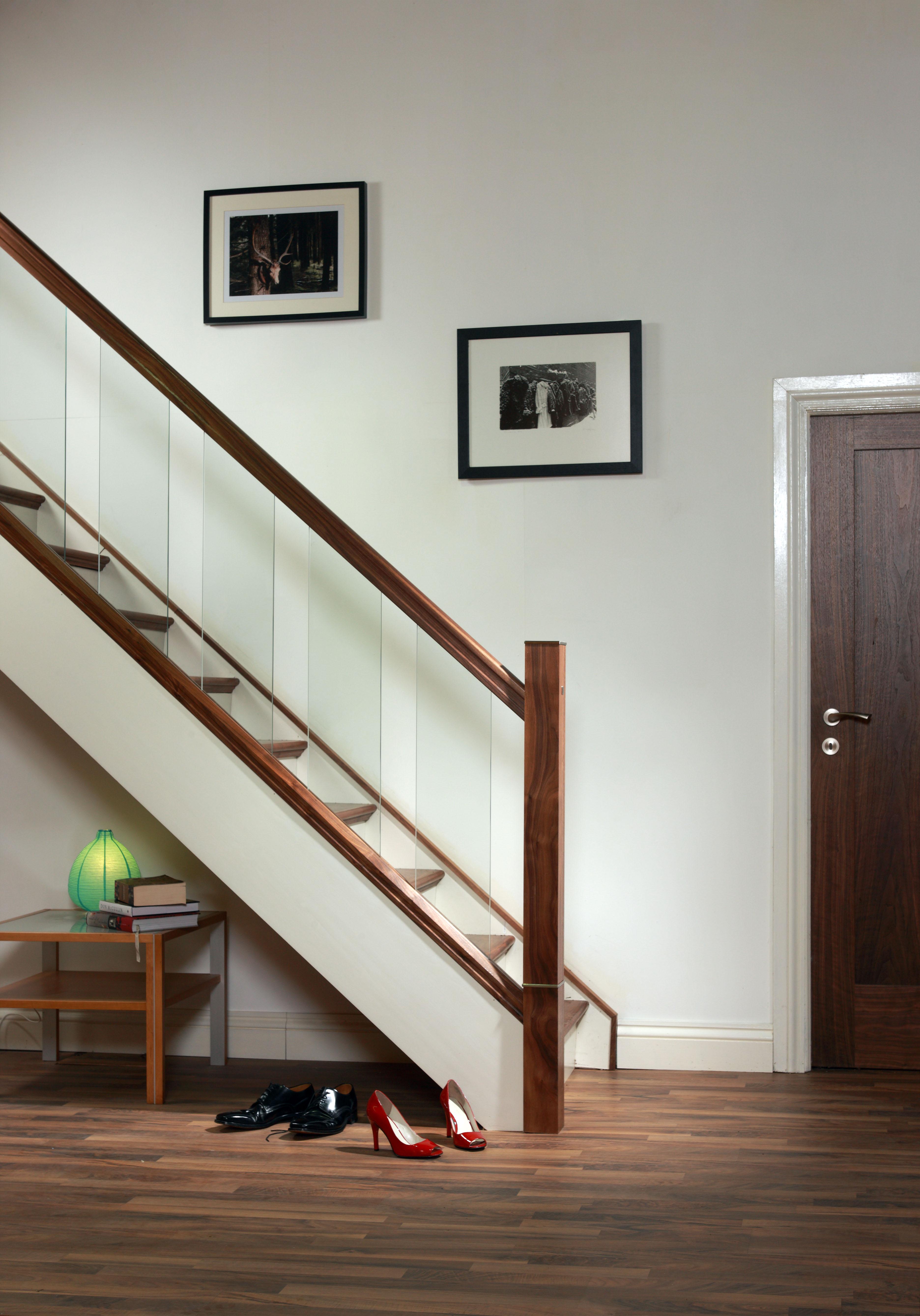 Amenager Un Placard Existant comment créer un espace de rangement sous un escalier ?