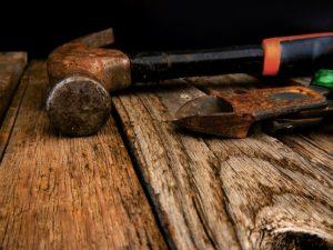 Vous pouvez enlever la rouille sur des outils avec des produits domestiques et écologiques, ou avec des produits antirouille.